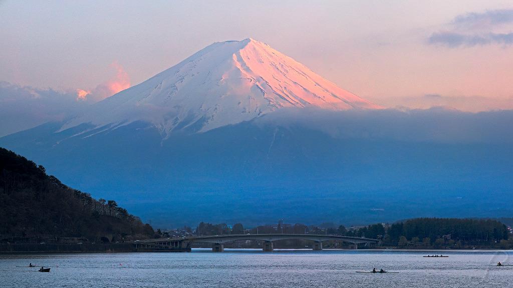 Dusk over Fuji-Yama (富士山)